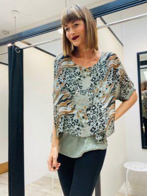 silke bluse med print i onesize